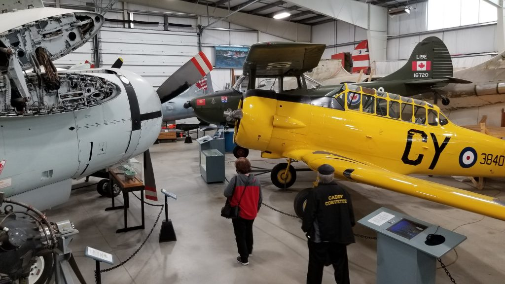 Le grand hangar du Musée de l'aviation