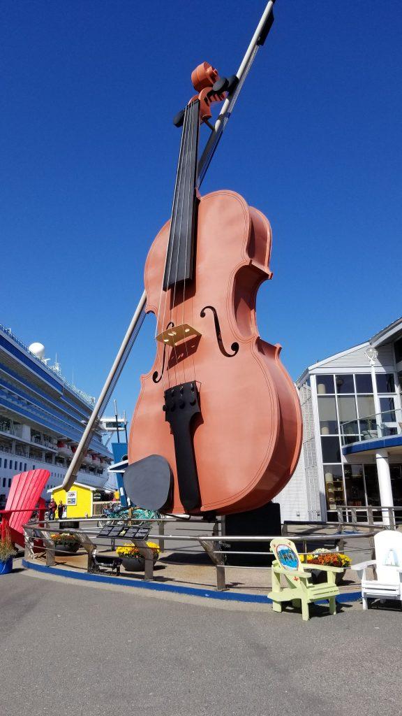Immense violon devenu le symbole de Sydney